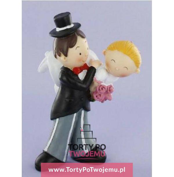 Figurka weselna Pan Młody trzymający Pannę Młodą